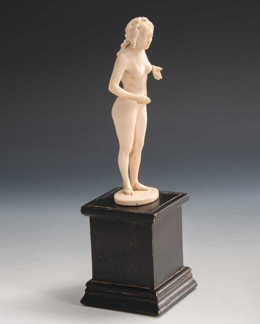 Lot 2364  Ivory-Woman-To-Date from the auction catalog