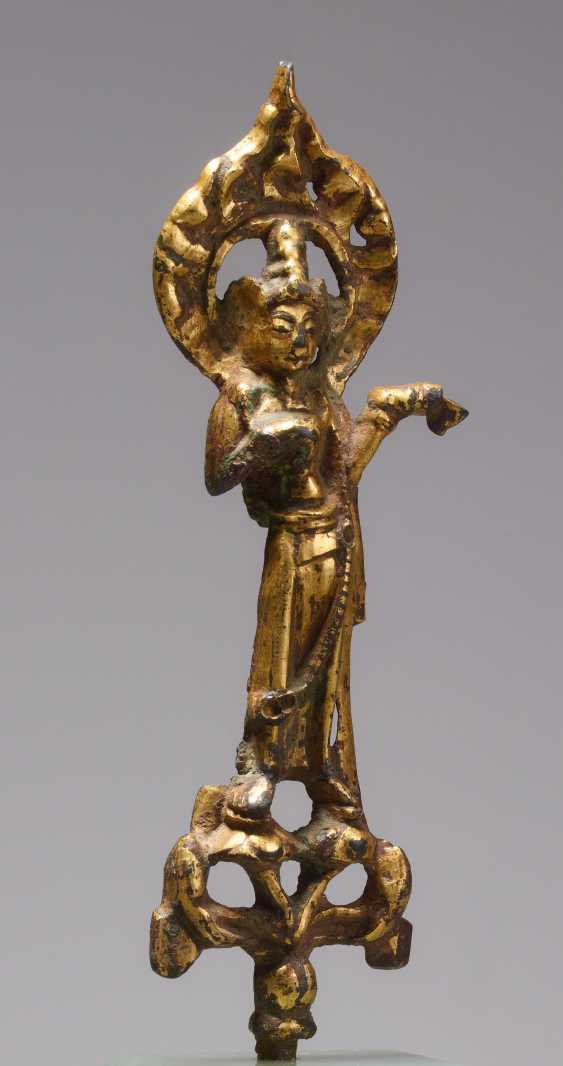 RARE SMALL BRONZE FIGURINE OF A BODHISATTVA (PUSA) - photo 1