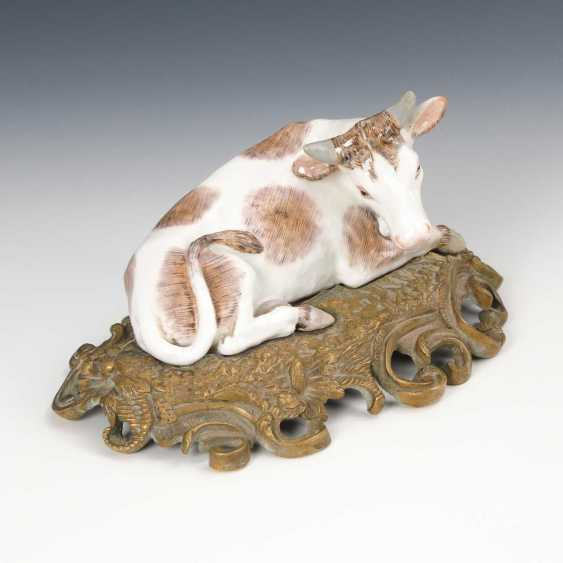 Cow on bronze base. - photo 1