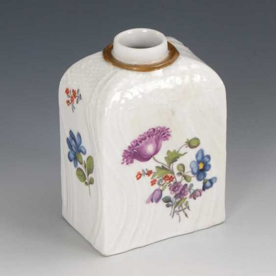 Tea caddy with flower painting, Meissen. - photo 1