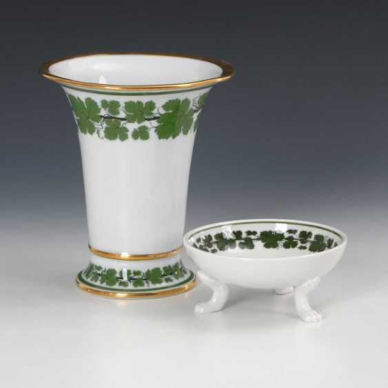 Crater vase and paw footrest with wine - photo 1