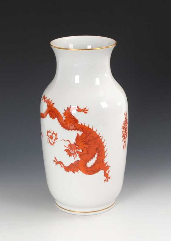 Vase with dragon painting, Meissen. - photo 1
