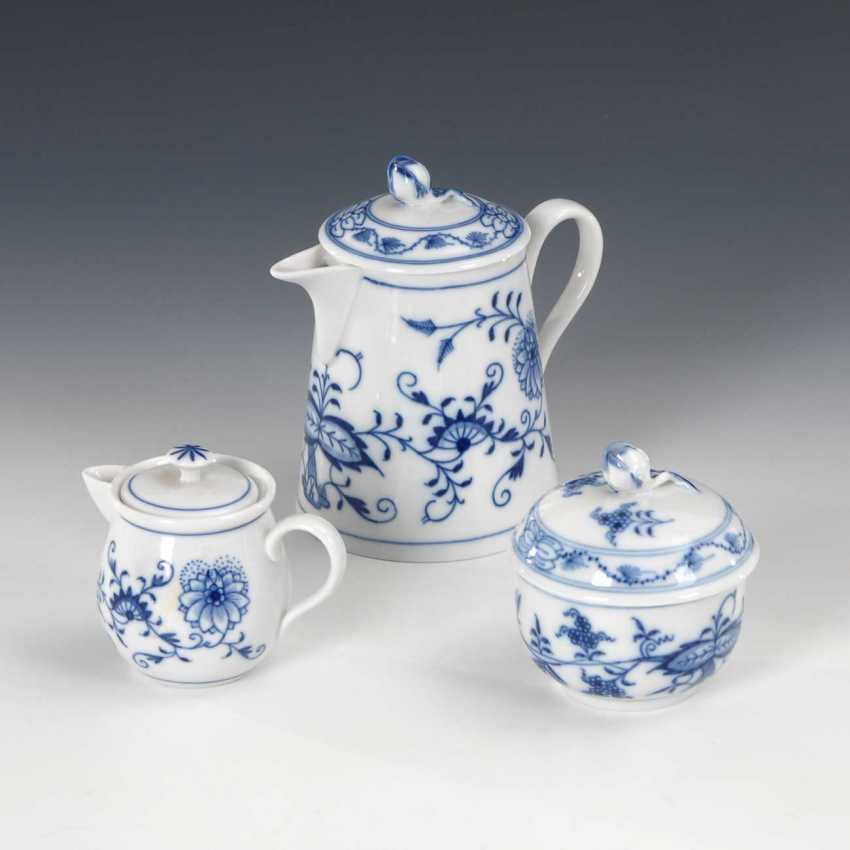 2 onion pattern pitcher, 1 box, M - photo 1