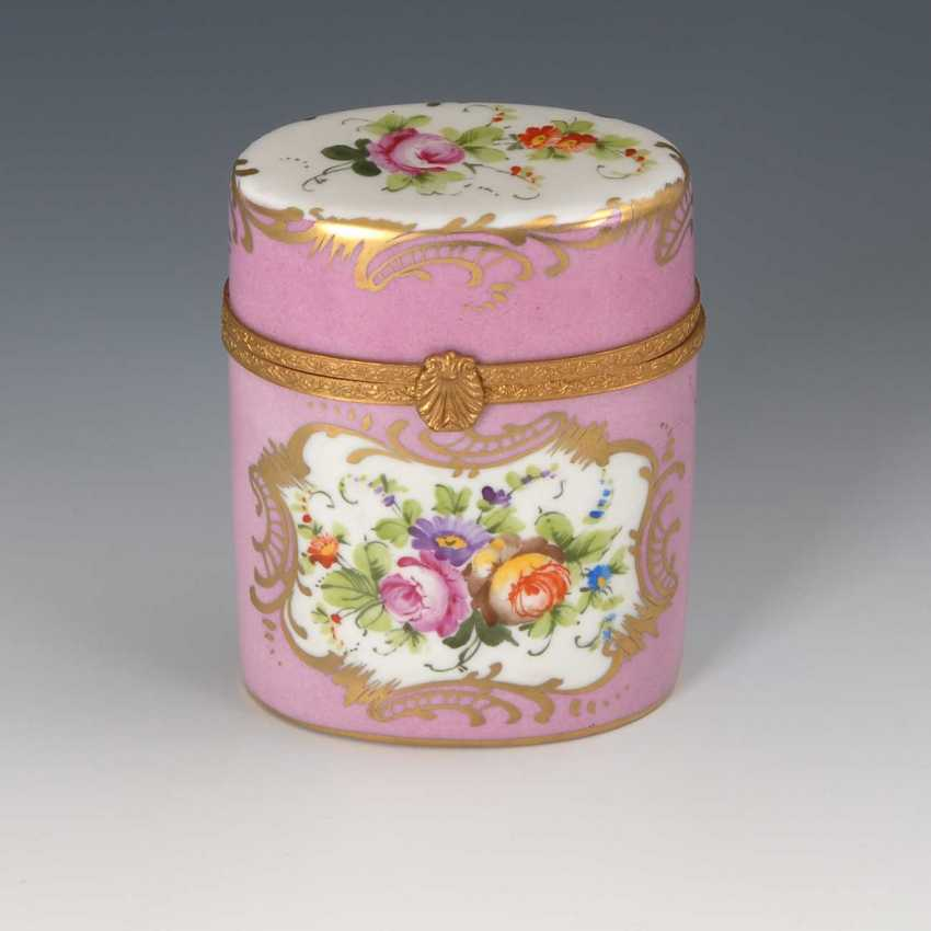 Box with flower painting, Limoges. - photo 1
