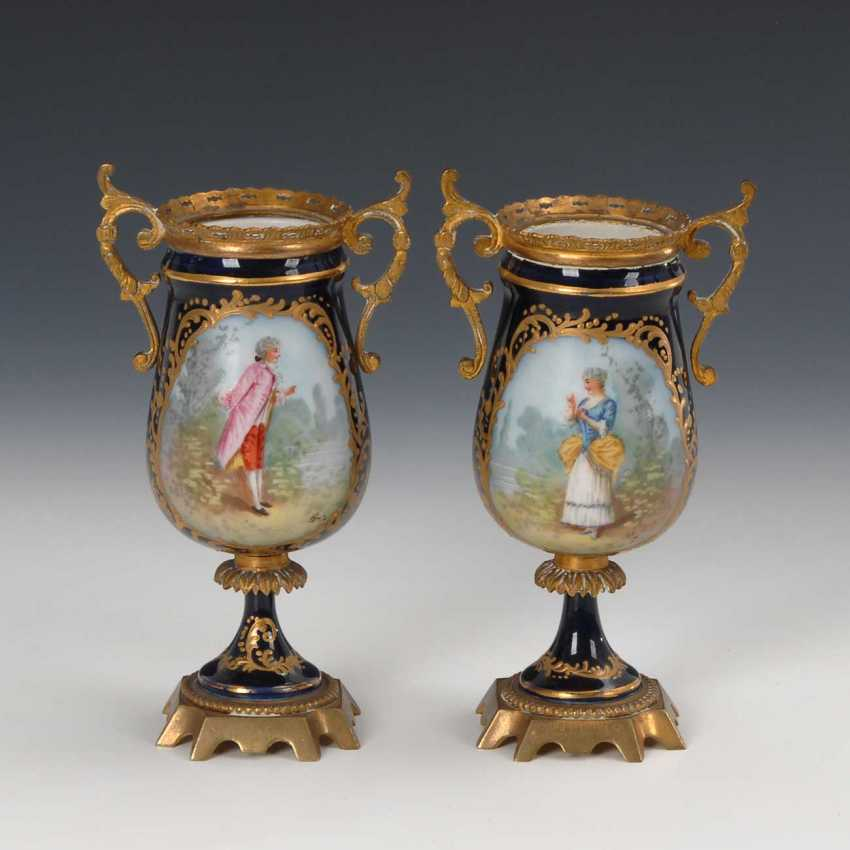 2 vases with Watteau painting and Metallmo - photo 1
