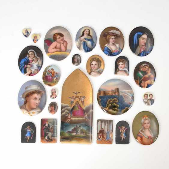 23 porcelain plaques. - photo 1