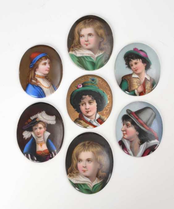 7 porcelain plaques. - photo 1
