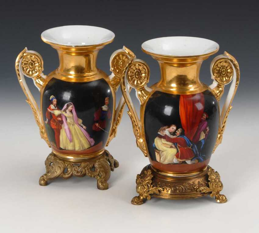 2 pictures of vases. - photo 1