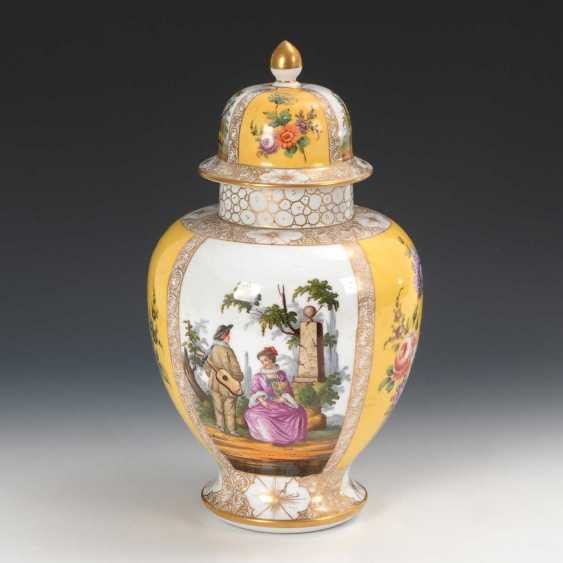 Cover vase with a Watteau painting, Helena W - photo 1