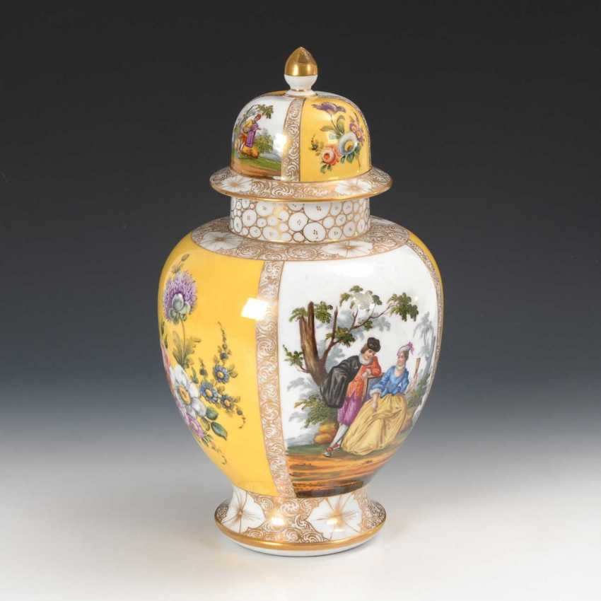 Cover vase with a Watteau painting, Helena W - photo 3