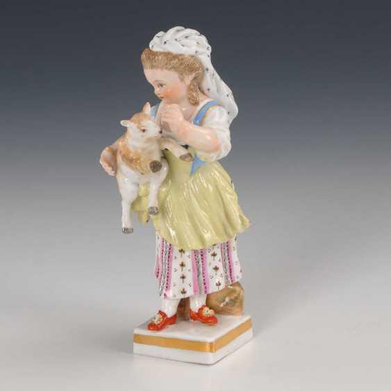 Girl with lamb Meissen. - photo 2