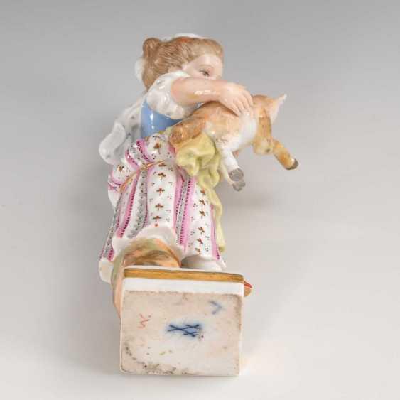 Girl with lamb Meissen. - photo 3