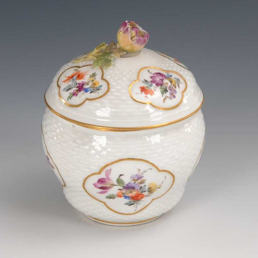 Sugar bowl with flower painting, Meissen. - photo 1