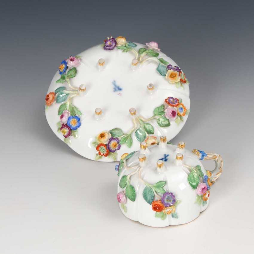 Cup with flowers plaque, Meissen. - photo 2