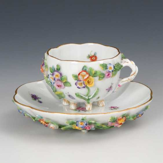 Cup with flowers plaque, Meissen. - photo 1
