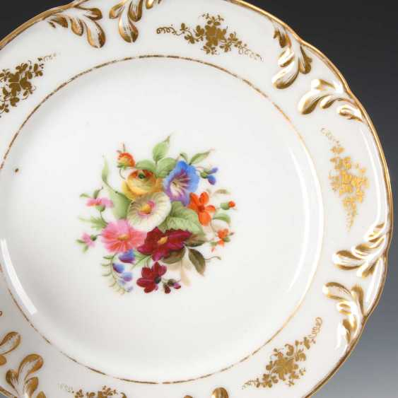 4 plates with flower painting. - photo 2