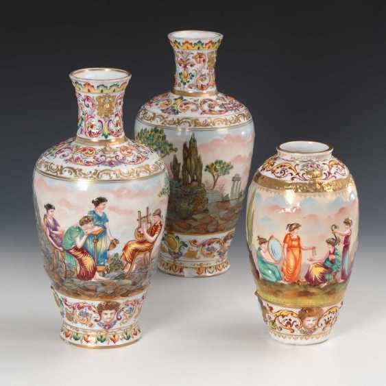2 + 1 Vasen mit Capodimonte-Dekor. - photo 1