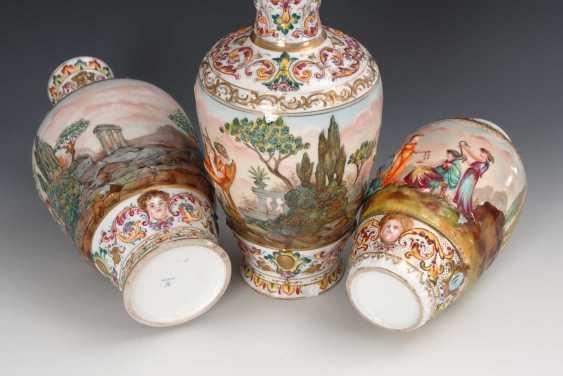 2 + 1 Vasen mit Capodimonte-Dekor. - photo 2