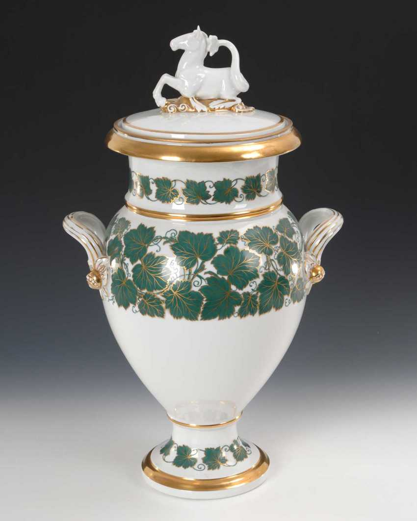Large lidded vase with vine leaf decoration, hat - photo 1