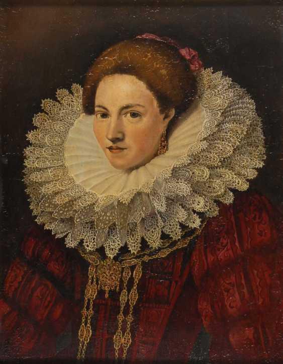 Historical Woman Portrait. - photo 1