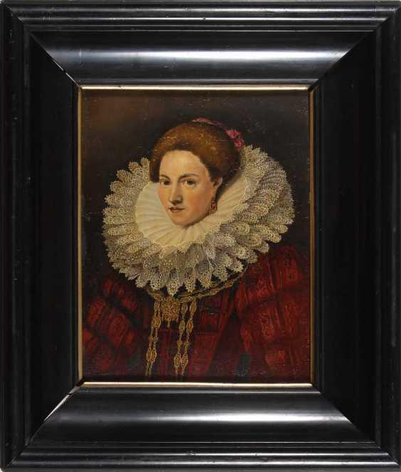 Historical Woman Portrait. - photo 3