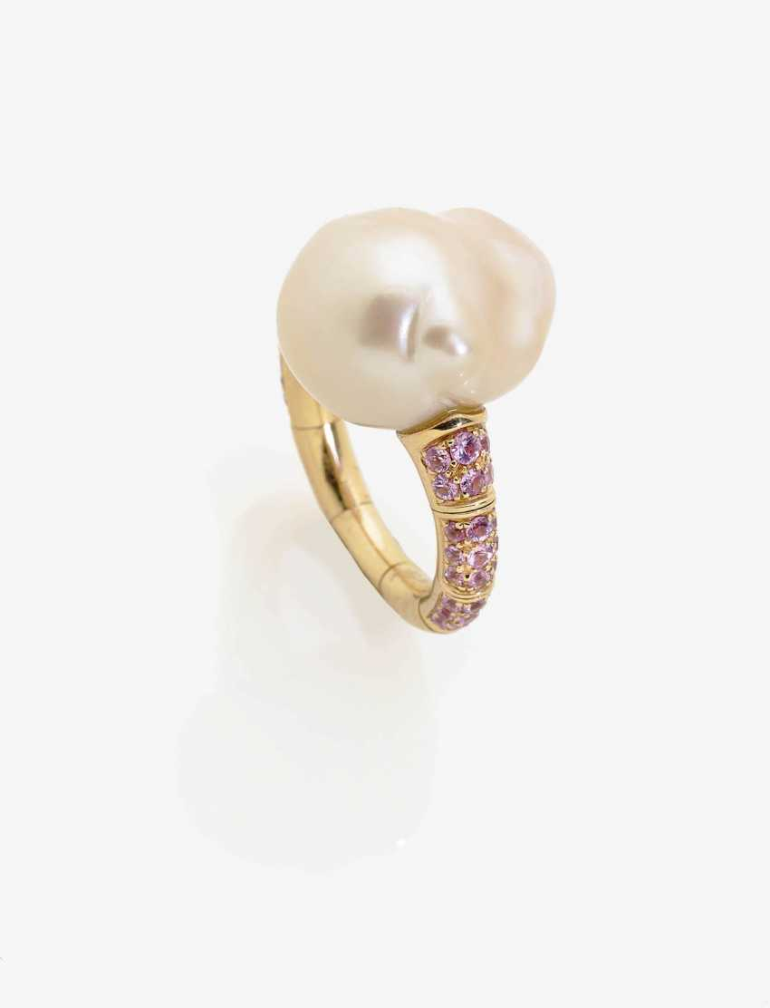 RING WITH A BAROQUE CULTURED PEARL AND PINK SAPPHIRES . Japan, MIKIMOTO - photo 1
