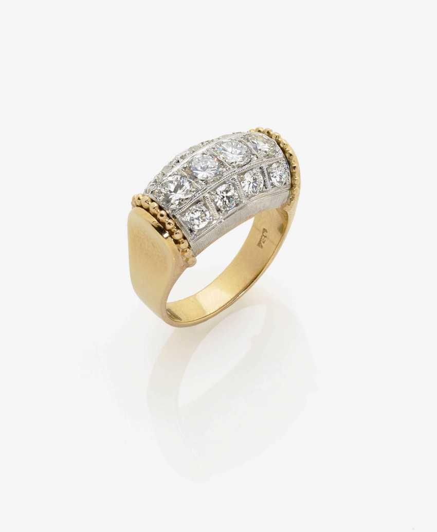 RING WITH BRILLIANT-CUT DIAMONDS. - photo 1