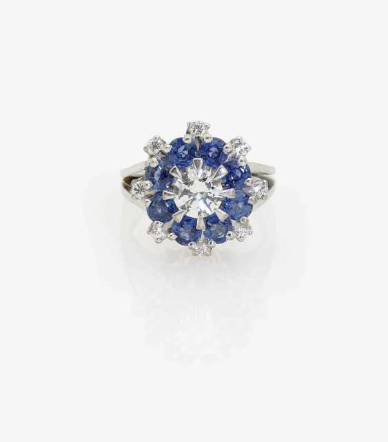 ENTOURAGE RING WITH BRILLIANT-CUT DIAMONDS AND SAPPHIRES . Germany, 1970s - photo 1