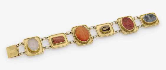 Bracelet with ancient gems and seals. - photo 1