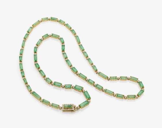 NECKLACE WITH EMERALDS AND DIAMONDS. - photo 1