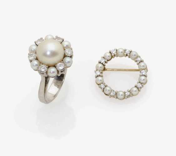 RING AND SMALL BROOCH WITH CULTURED PEARLS AND DIAMONDS . Germany, 1950s-1960s - photo 1