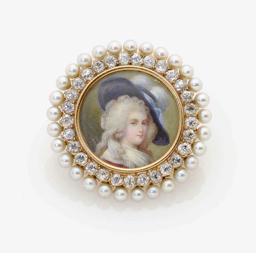 PENDANT WITH PORTRAIT OF MARIE ANTOINETTE . France, around 1880 JAQUES & MARE - photo 1