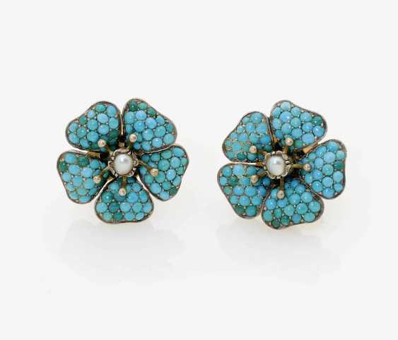 A PAIR OF FLOWER-SHAPED EARRINGS WITH TURQUOISE AND HALF PEARLS. - photo 1