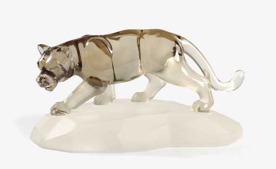 AS THE PANTHER MADE OF SMOKE QUARTZ ON A ROCK CRYSTAL BASE . Germany, Idar-Oberstein, 1980s, BERNHARD BECKER - photo 1