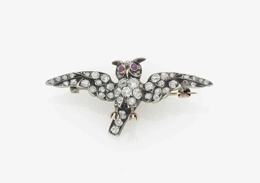 """HISTORICAL BROOCH """"OWL"""" EMBELLISHED WITH DIAMONDS . England, naturalism, 1885-1890 - photo 1"""