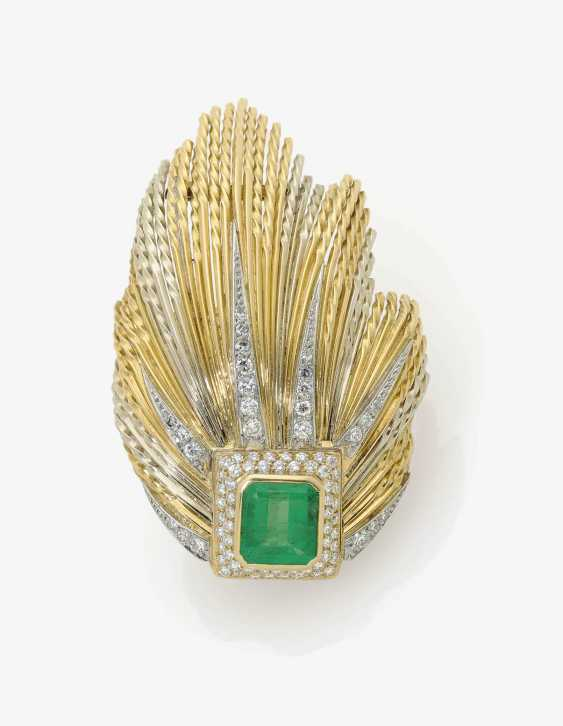 Dress clip brooch decorated with an emerald and brilliants . France, Paris, 1950s, 1960s STERLÉ - photo 1