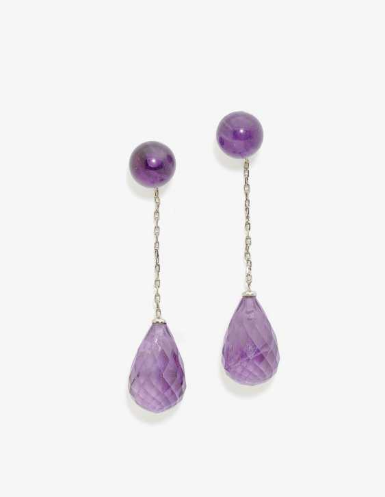 A Pair of stud pin hanger decorated with amethysts. - photo 1