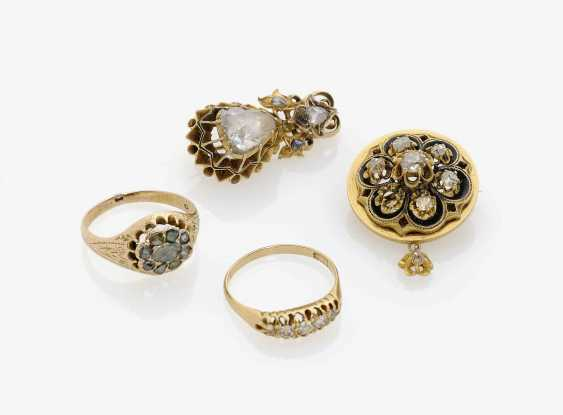 TWO BROOCHES AND TWO RINGS WITH old European cut diamonds, Austria and . Germany, around 1880 - photo 1