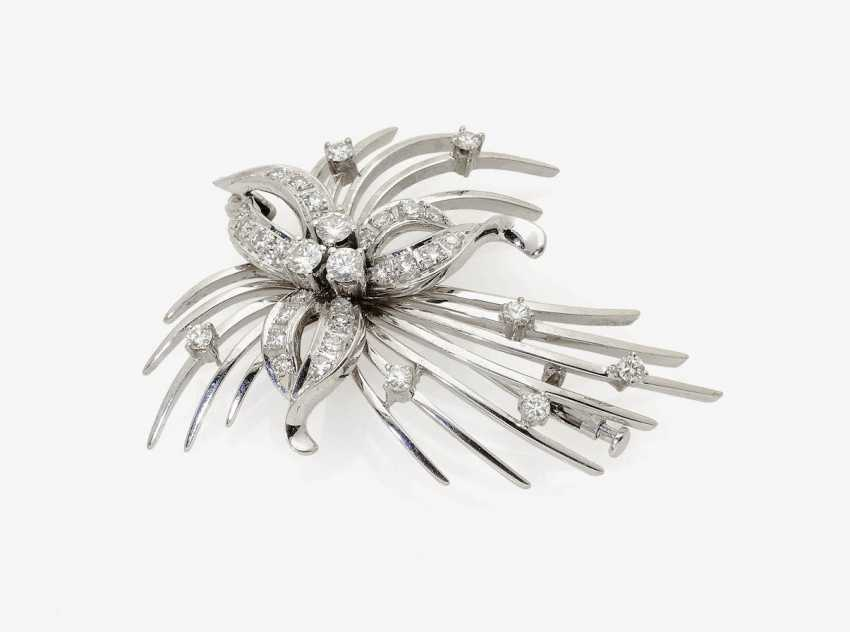 BROOCH IN THE FORM OF A STYLIZED FLOWER . Germany, 1950s-1960s - photo 1