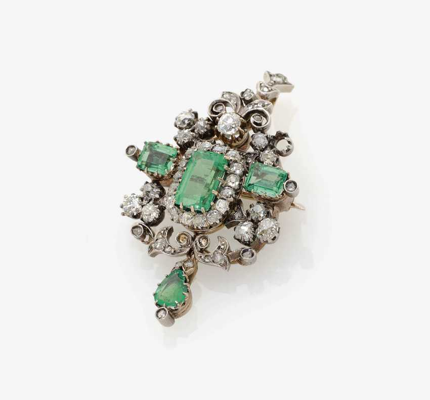 PENDANT WITH EMERALDS AND DIAMONDS . Germany, around 1880 - photo 1