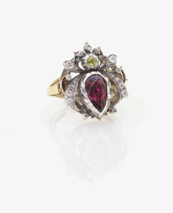 RING WITH ALMANDINE AND DIAMONDS . Germany, around 1880 - photo 1