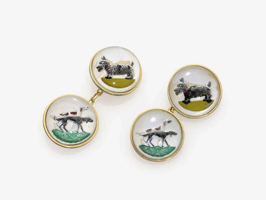 """A PAIR OF CUFFLINKS WITH A HUNTING DOG MOTIFS IN THE """"ESSEX CRYSTAL"""" . USA, 1930s-1950s - photo 1"""