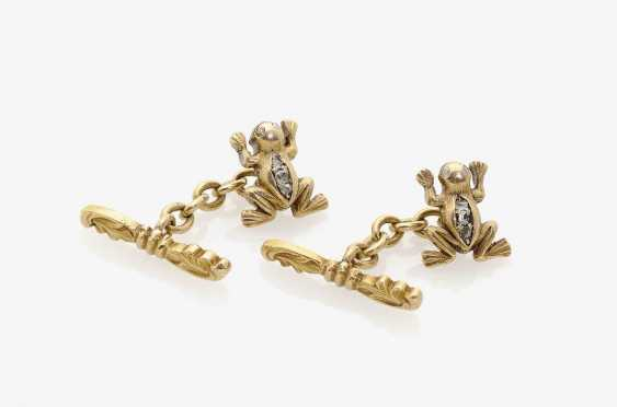 """A PAIR OF CUFFLINKS """"FROGS"""" DECORATED WITH DIAMOND ROSES . USA, naturalism, 1885 - photo 1"""