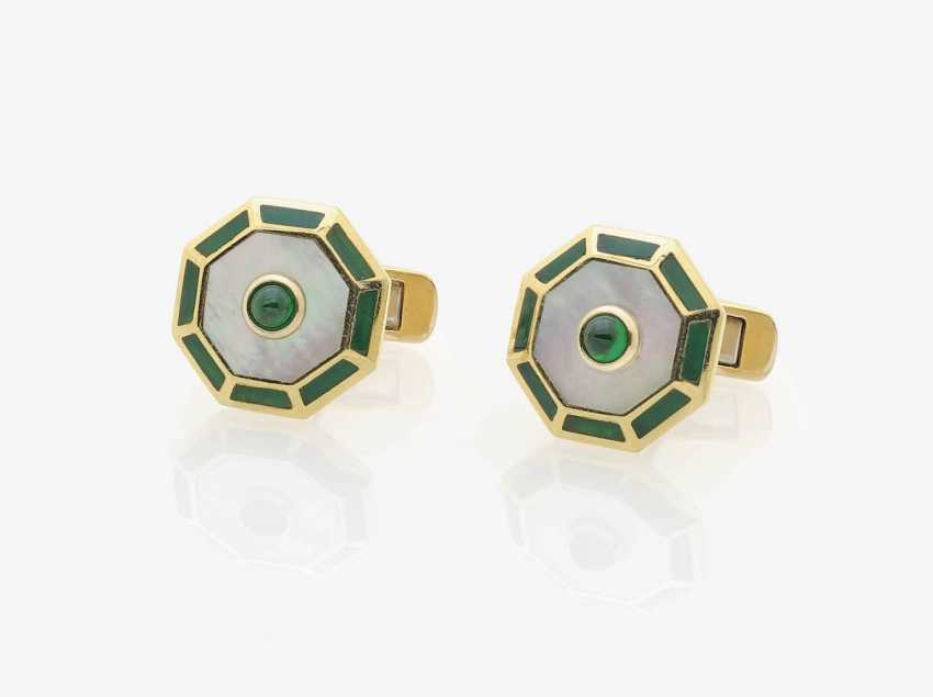 A FEW HISTORICAL CUFFLINKS DECORATED WITH EMERALDS, MOTHER-OF-PEARL AND ENAMEL . Germany, Art Deco, 1925-1930s - photo 1