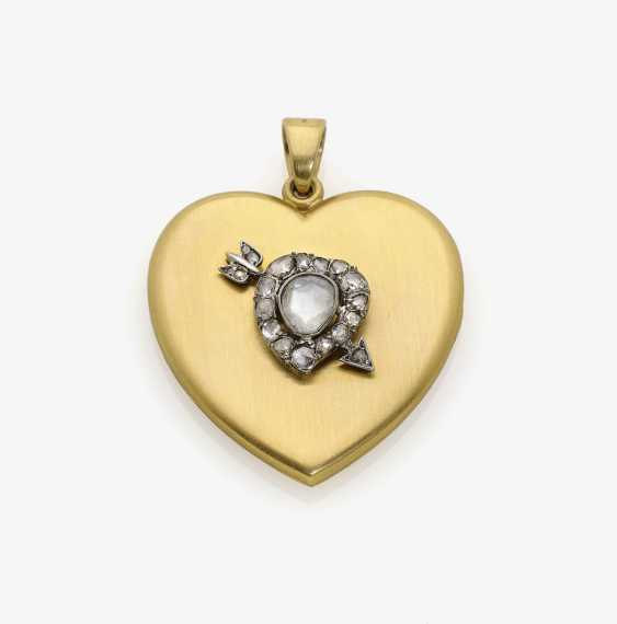 Historical heart locket pendant, decorated with diamond roses . USA, heart motif with arrow around 1860-1870, medallion, 1900-1930s - photo 1