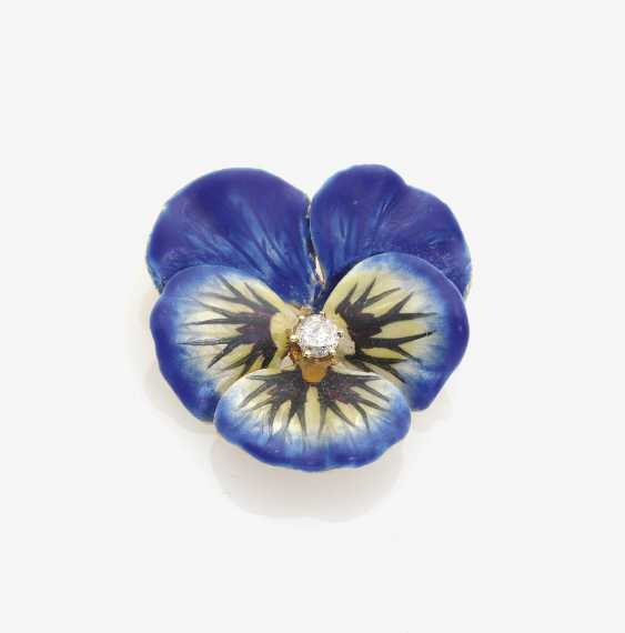 Pansy brooch decorated with enamel and a brilliant-cut diamond . USA, art Nouveau, around 1900 - photo 1