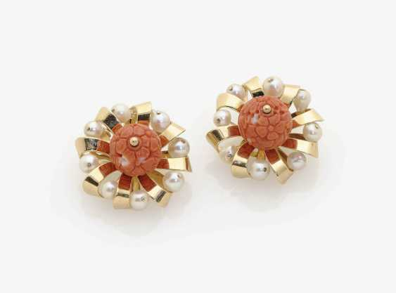 A FEW HISTORICAL CLIP-ON EARRINGS DECORATED WITH CORAL AND CULTURED PEARLS . Italy, 1950s - photo 1