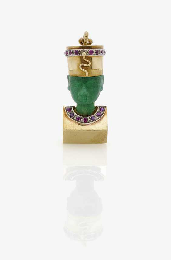Pendant Nefertiti embellished with amazonite and ruby . Germany, around 1925 - photo 1