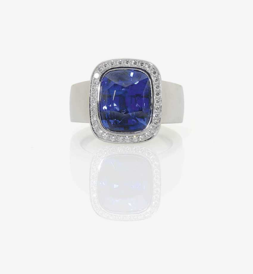 MODIFIED OUTER RING DECORATED WITH A KASHMIR COLORED BLUE SAPPHIRE AND BRILLIANT-CUT DIAMONDS . Germany - photo 1