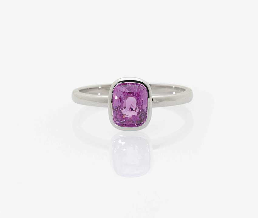 SOLITAIRE RING ADORNED WITH A NATURAL COLORED INTENSE PINK SAPPHIRE . Belgium, Antwerpen - photo 1